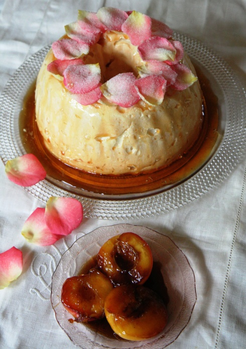 roosblare, die parfuum van perskes en 'n veerligte eiland van meringue wat dryf in caramel - wat meer kan mens va.