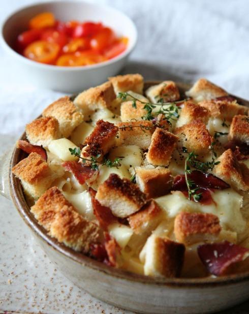 Mozzarella en swartwoudham is hier gebruik. Broodblokkie ssorg vir tekstuur.