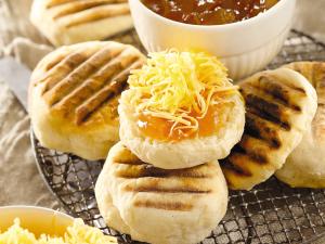 Roosterkoek met botter, kaas en konfyt. So proe erefenis. (Foto: Huisgenoot)