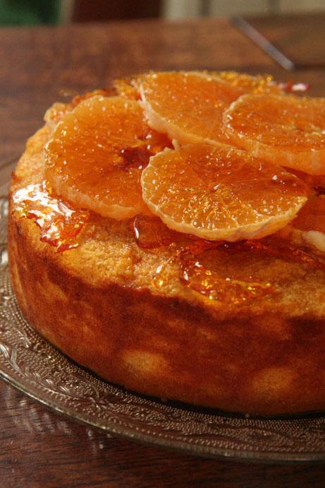 Gelukbringer-lemoen is elke dag van die jaar 'n heerlike koek om voor te sit. Dis glutenvry en bly lekker klam.