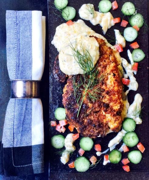 Rogbrood hoenderschnitzel met mosterd room - die krummel donker gebraai soos ek daarvan hou.