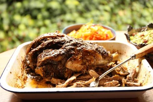 Eet nadenkend op Paas-Sondag aan lamsblad of lamsboud.